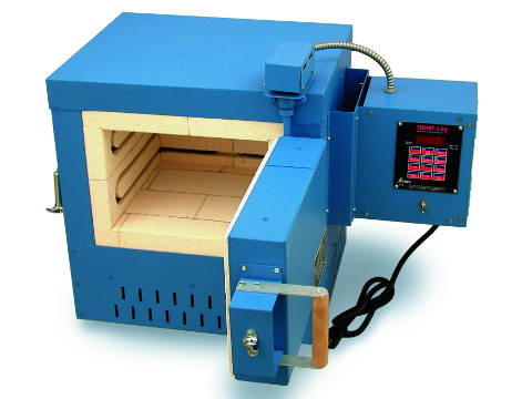 Paragon PMT13 Heat Treating, Ceramics, and Glass Kiln With A Sentry Digital Programmer.
